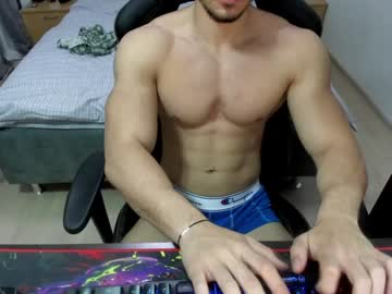 Chaturbate masterkingmuscle show with toys from Chaturbate.com