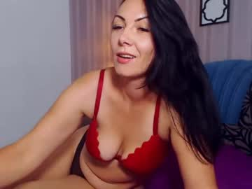 Chaturbate berrnarda show with toys