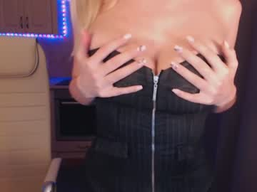 Chaturbate tempting_a public show from Chaturbate