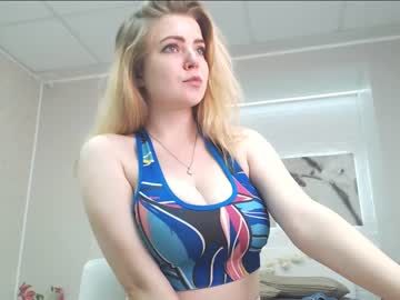 Chaturbate blondiebetsy public show from Chaturbate