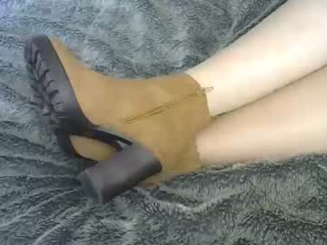 Chaturbate two_feet_mistresses blowjob video from Chaturbate.com
