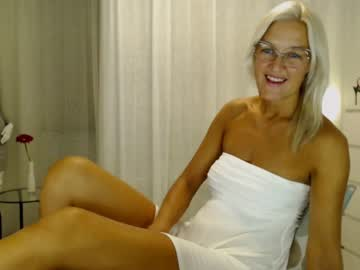 Chaturbate ginacash show with toys from Chaturbate.com