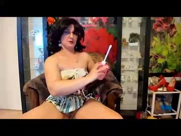 Chaturbate sexymilflucia video with dildo from Chaturbate.com