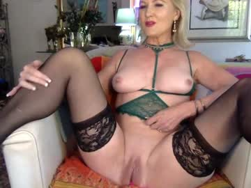 Chaturbate gl1tter_barbie record show with toys from Chaturbate