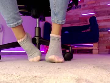Chaturbate deliciousfeetx record show with toys